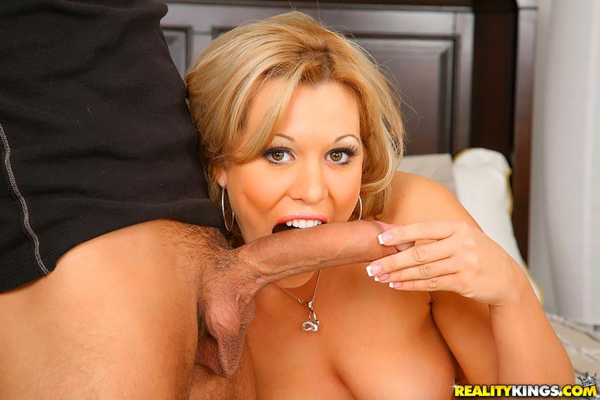 image Quick fuck in a doggystyle and creampie pussy